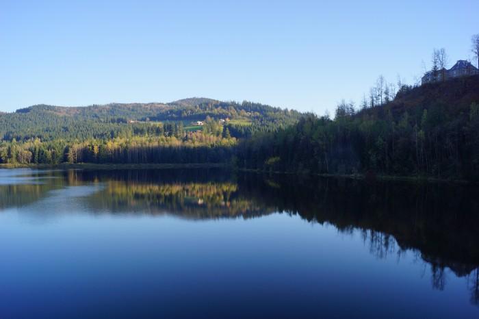 http://alexandrite.pl/wp-content/uploads/2014/12/Jezioro-Czernianskie_Beskid-Slaski_DSC088491-700x466.jpg